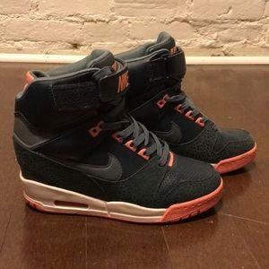 NIKE AIR REVOLUTION SKY HI wedge sneaker